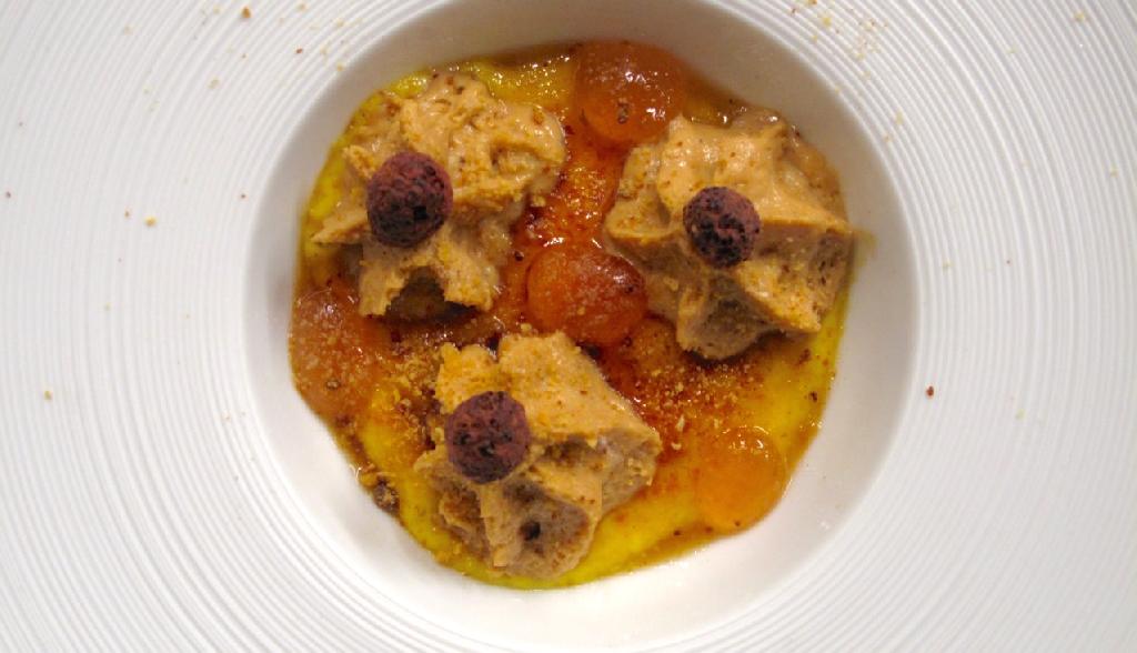 Alberto Basso - Crème brûlée con spuma di Panettone al Mandarino