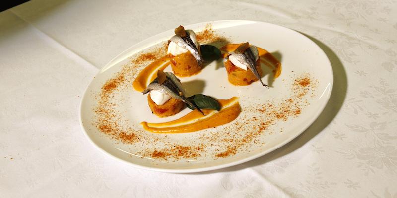Alici di lampara marinate con panzanella di Panettone Loison al Mandarino e mozzarella di bufala