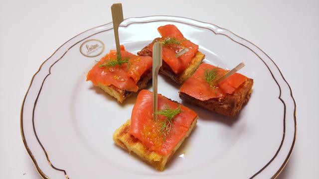 Crostini di salmone e Panettone Loison