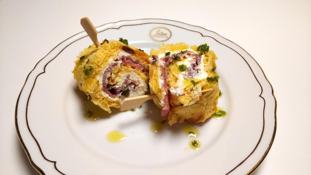Rotolo di panettone con mascarpone e carne salada