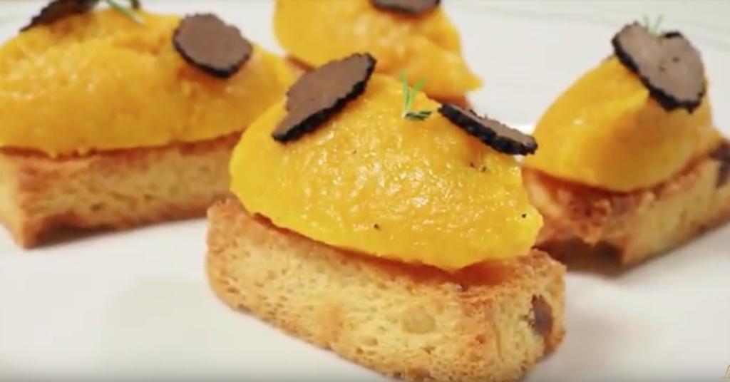 I Crostini di Panettone Classico, zucca e tartufo di Cristopher Carraro